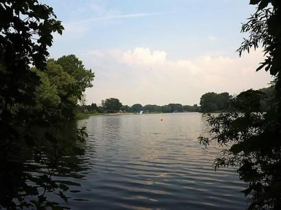 Le lac de la base de loisirs