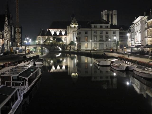 Le centre ville de Gand de nuit