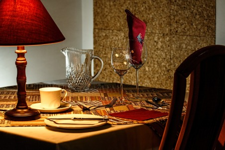 dinner-table-444434_1920