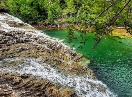 Cascade rivière aux émeraudes-Road trip Québec